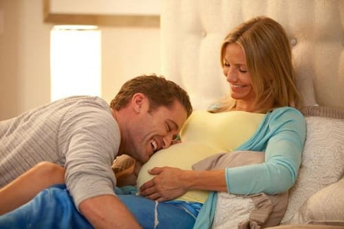 Matthew Morrison and Cameron Diaz in What to Expect When You're Expecting