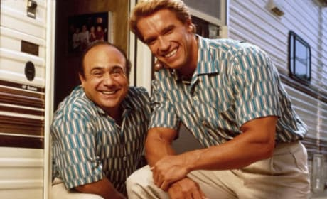 Danny DeVito and Arnold Schwarzenegger in Twins