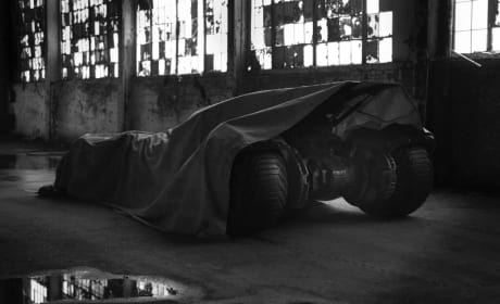 Batman vs. Superman: Zack Snyder Presents His Batmobile!