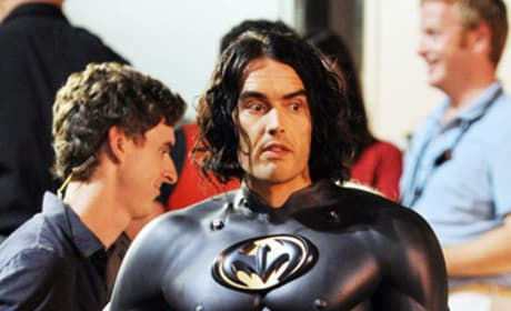 Russell Brand Gets Bat Nipples for Arthur!