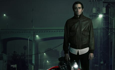 Nightcrawler Review: Jake Gyllenhaal Makes Our Skin Crawl & We Love It!