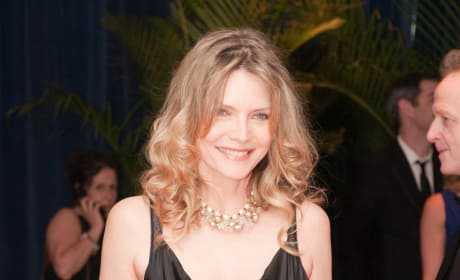 Michelle Pfeiffer In Talks to Star in Dark Shadows