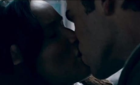 Catching Fire Trailer: Gale Kisses Katniss!