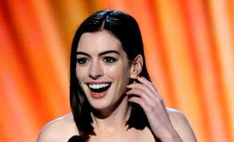 Anne Hathaway, Sean Penn Picks Up Critics' Choice Awards