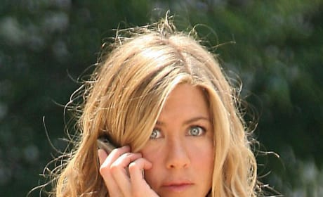 Jennifer Aniston to Sing in Goree Girls
