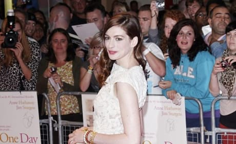 Anne Hathaway Added to Les Miserables Cast