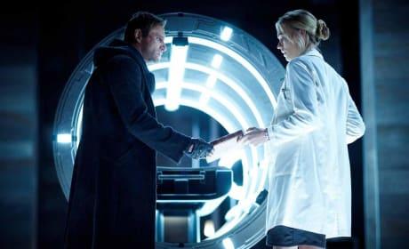 I, Frankenstein First Still: Aaron Eckhart Scares Yvonne Strahovski