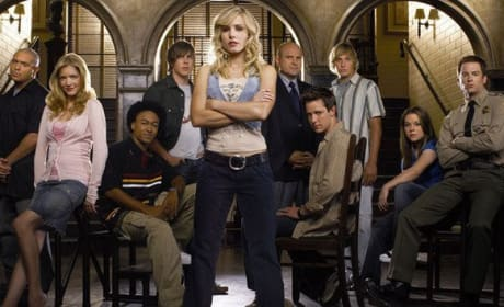"Veronica Mars Creator Rob Thomas Talks Movie: It Has ""A Godfather III Theme"""