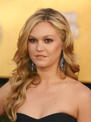 Julia Stiles to Star in Between Us