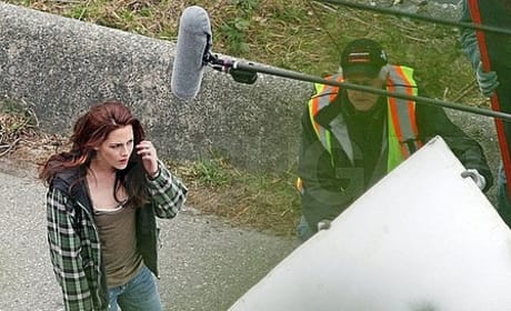 New Moon Set Pics: Kristen Stewart and Taylor Lautner