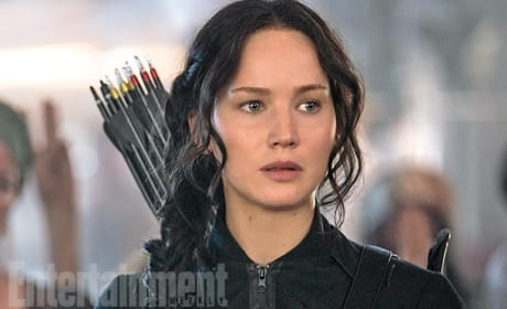 Mockingjay Part 1 Photo: First Look at Katniss!