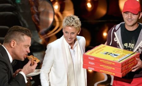 Brad Pitt Eats Pizza at Oscars