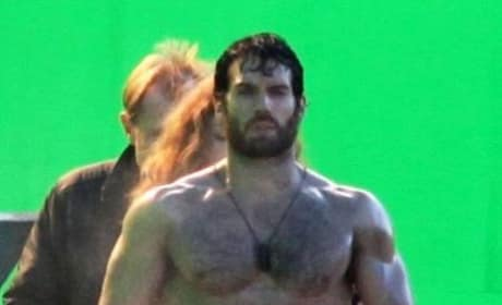 Man of Steel: Two New Photos of Henry Cavill on Set
