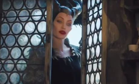 Maleficent Japanese Trailer: Inside the Curse