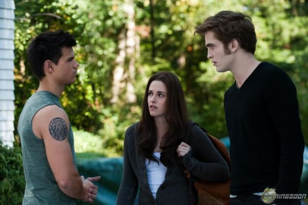 Bella gets between Edward and Jacob