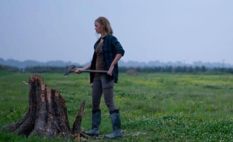 Emily Blunt Stars in Looper