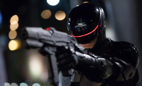 RoboCop Review: Joel Kinnaman Kills It