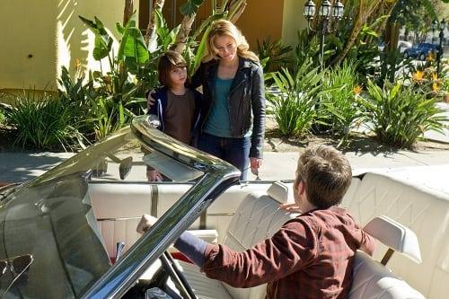 Elizabeth Banks and Chris Pine Star in People Like Us
