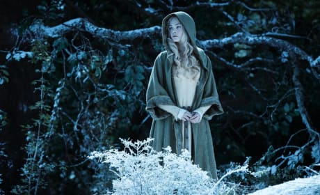 "Maleficent: Elle Fanning Sees Angelina Jolie as ""Just a Girl"""