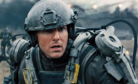 Edge of Tomorrow Photos: Tom Cruise Goes to War