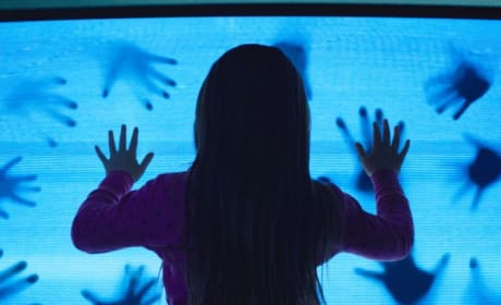 Poltergeist Remake First Photos: They're Here!