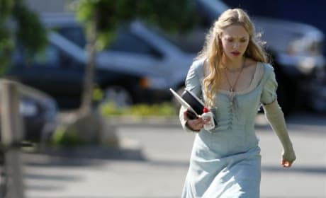 Amanda Seyfried Walks to Set