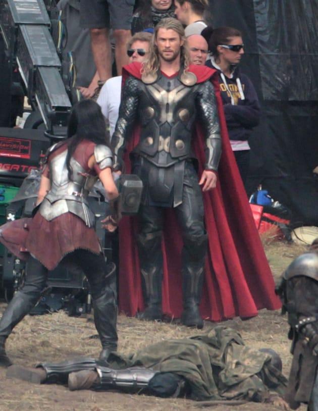 Chris Hemsworth Jaimie Alexander Thor: The Dark World Set Photo
