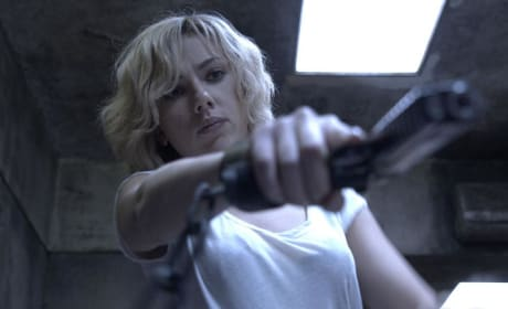 Lucy Trailer: Scarlett Johansson is Super!
