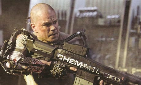 Elysium First Look Photo: Matt Damon's Giant Gun