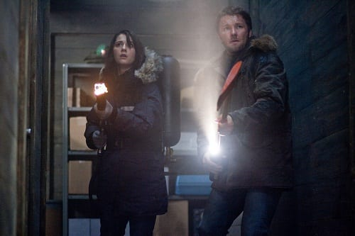 Joel Edgerton and Mary Elizabeth Winstead in The Thing