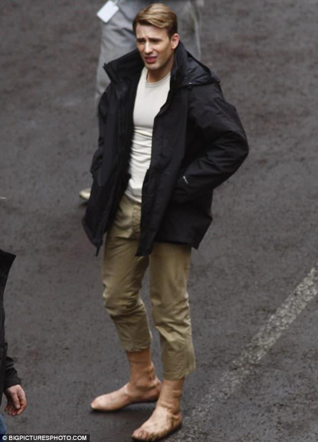 Chris Evans has Prosthetic Feet
