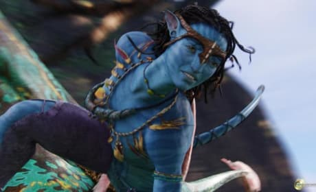 "Avatar Sequels: Zoe Saldana Says Story Has Her ""Choked Up"""