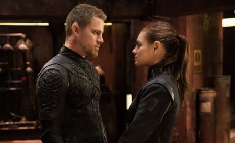 Jupiter Ascending Review: Wachowskis Go Out There