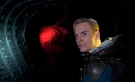 Prometheus: Michael Fassbender