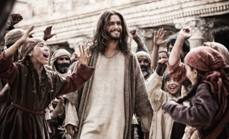"Son of God Review: Is ""Hot Jesus"" Enough?"