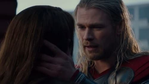 Natalie Portman Chris Hemsworth Star in Thor The Dark World