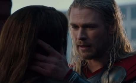 Natalie Portman Chris Hemsworth Star in Thor The Dark World