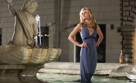 Kristen Bell in the Fountain