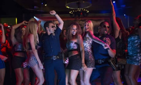 Jake Johnson Damon Wayans Jr. in Let's Be Cops