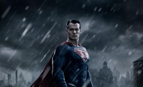 Batman v. Superman Dawn of Justice: First Look at Henry Cavill as Superman!