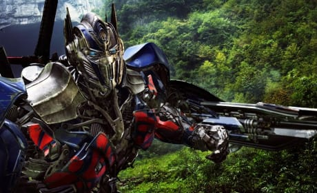 Transformers Age of Extinction Photo: Optimus Prime Gets Close-Up