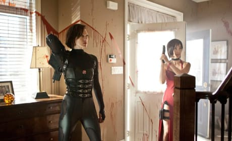Milla Jovovich and Li Bingbing Resident Evil: Retribution Still