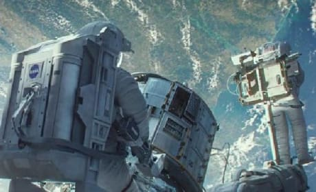 Gravity Clips: Sandra Bullock is Detached & Off Structure