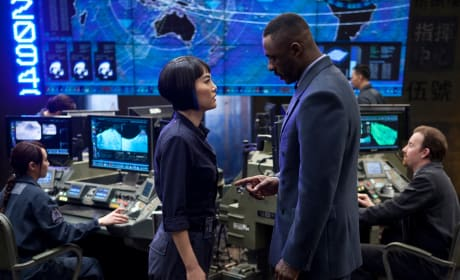 Pacific Rim Gets a New Still: Idris Elba's Pointing Fingers