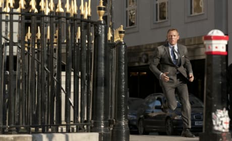 Daniel Craig Skyfall Action Shot