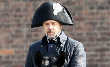 First Look at Hugh Jackman & Russell Crowe in Les Miserables