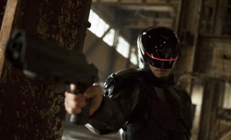 Joel Kinnaman Stars as RoboCop
