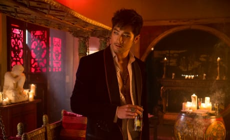 The Mortal Instruments: City of Bones Offers First Look at Magnus Bane