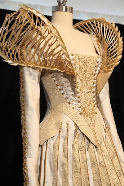 Snow White And The Huntsman Meet Costume Designer Colleen Atwood And Her Creations Movie Fanatic