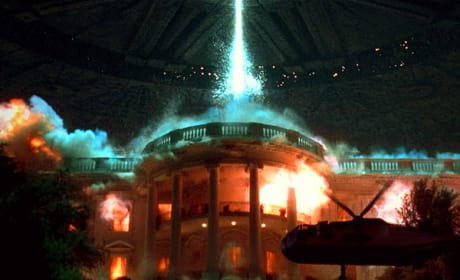 "Independence Day 2: Roland Emmerich Updates ""Bigger Picture"""
